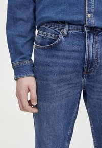 PULL&BEAR - IM REGULAR-COMFORT-FIT  - Jeans a sigaretta - blue denim - 3