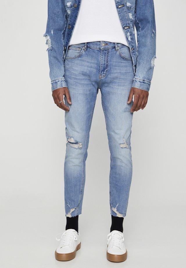 PREMIUM-KAROTTENJEANS MIT ZIERRISSEN 05684525 - Jeans slim fit - mottled royal blue