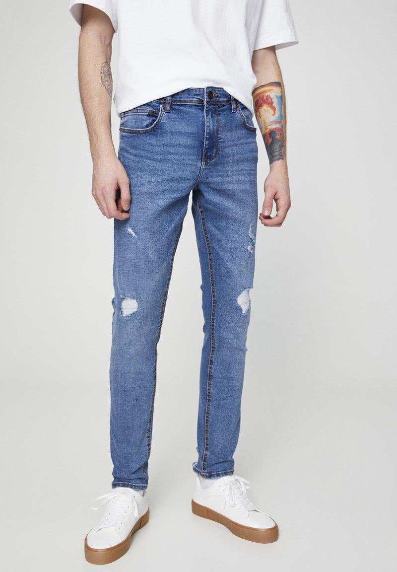PULL&BEAR - MIT ZIERRISSEN 05682555 - Slim fit jeans - dark blue