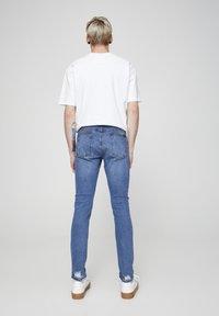 PULL&BEAR - MIT ZIERRISSEN 05682555 - Slim fit jeans - dark blue - 2
