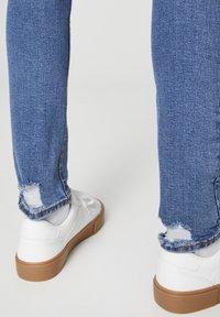 PULL&BEAR - MIT ZIERRISSEN 05682555 - Slim fit jeans - dark blue - 5
