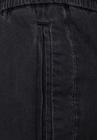 PULL&BEAR - MIT STRETCHBUND  - Jeans Tapered Fit - mottled dark grey - 6