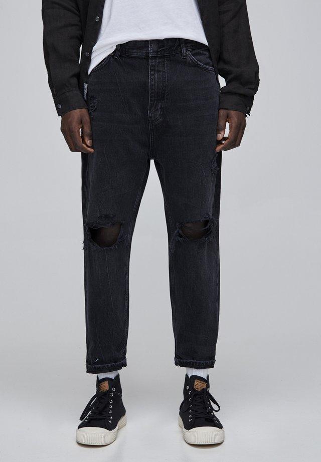MIT ZIERRISSEN UND GÜRTELSCHLAUFEN - Jeans a sigaretta - black