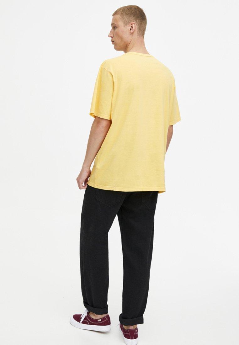 TascheT Yellow Basique Mit Pull shirt amp;bear kOXn0PN8w