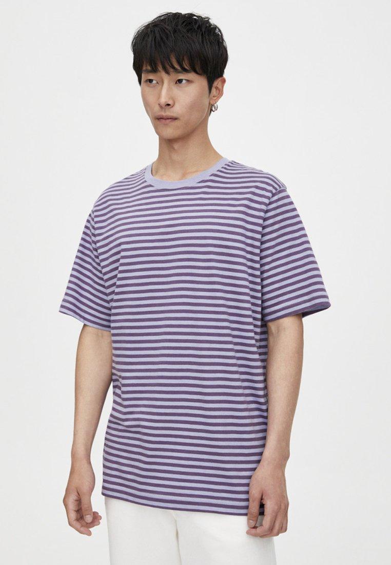 PULL&BEAR - MIT SCHMALEM STREIFENPRINT - T-shirts print - mauve