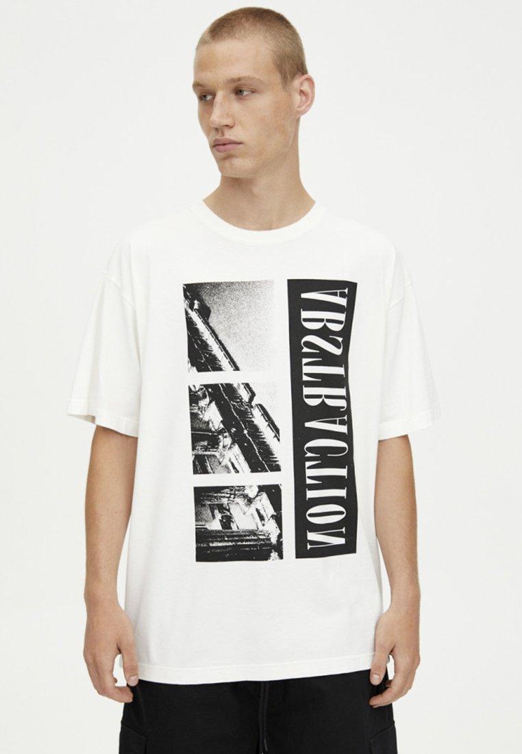 PULL&BEAR - MIT GRIECHISCHEN SÄULEN - T-Shirt print - white