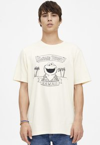 PULL&BEAR - T-shirt print - yellow - 0