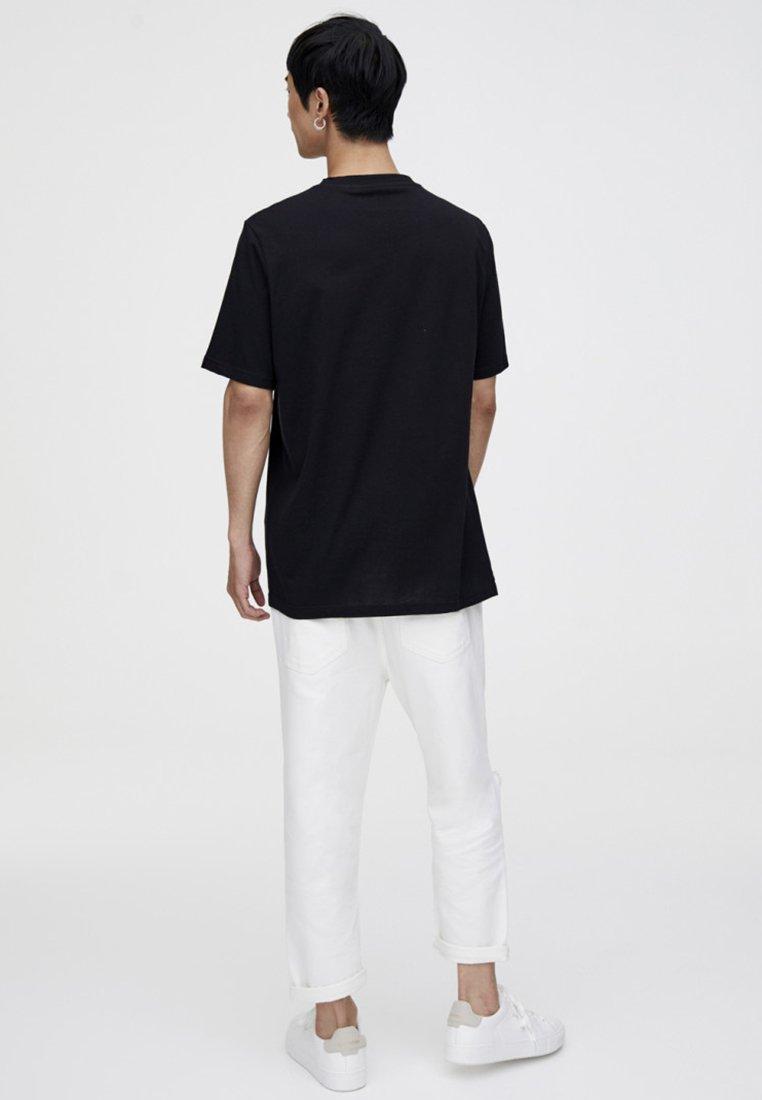 Imprimé Black Tasche Und StiftT shirt Pull Mit amp;bear hCtsrxoQdB