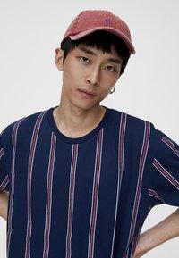 PULL&BEAR - T-Shirt print - bordeaux - 3