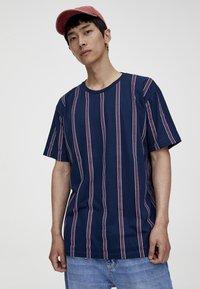 PULL&BEAR - T-Shirt print - bordeaux - 0