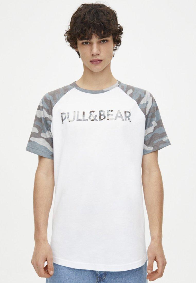 Mit Logo White VorderseiteT Auf Pull shirt amp;bear Imprimé P80wkONnX