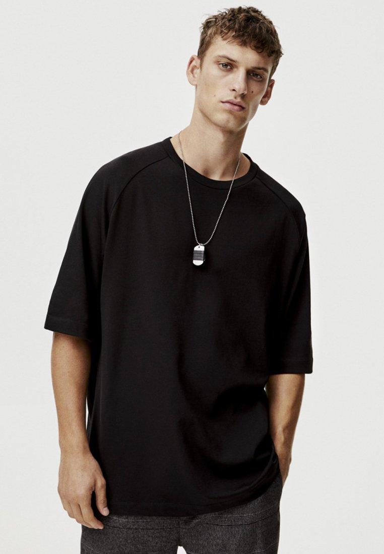 PULL&BEAR - MIT KURZEN ÄRMELN - Basic T-shirt - black