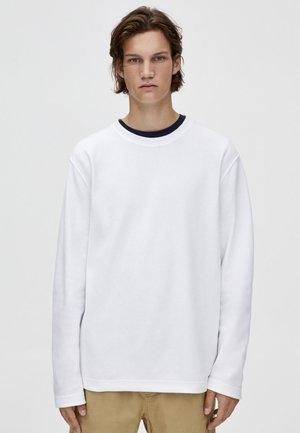 MIT OTTOMANSTRUKTUR - Sweatshirt - white