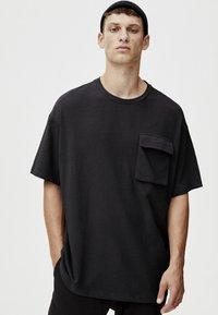 PULL&BEAR - MIT TASCHEN - T-shirt print - black - 3