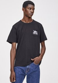 PULL&BEAR - NASA  - T-shirt con stampa - black - 0