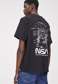PULL&BEAR - NASA  - T-shirt con stampa - black