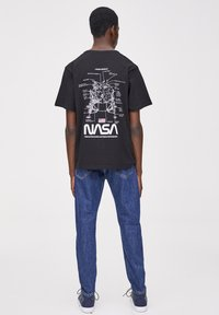 PULL&BEAR - NASA  - T-shirt con stampa - black - 2