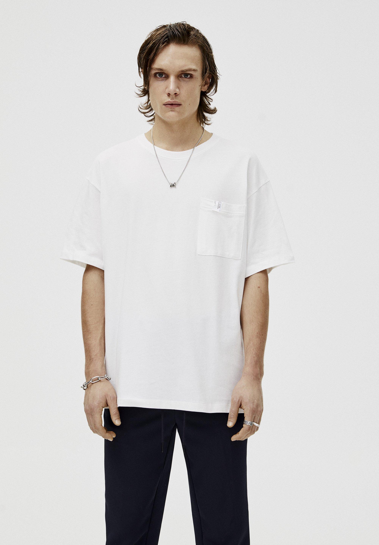 PULL&BEAR PORTRAIT  - T-shirt z nadrukiem - white