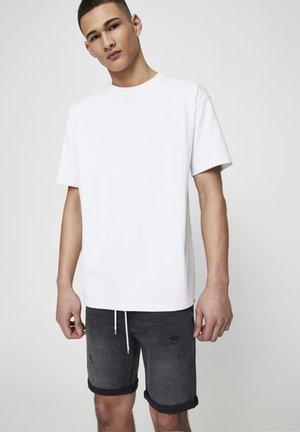 PREMIUM-BASIC-SHIRT MIT KURZEN ÄRMELN 05234580 - T-shirt basique - white