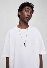 PULL&BEAR - Basic T-shirt - white - 4