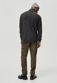 PULL&BEAR - MIT VOLLPATENTMUSTER - Trui - dark grey - 2