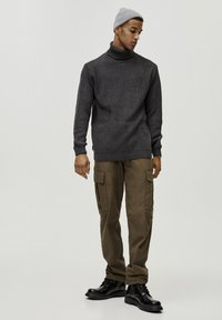 PULL&BEAR - MIT VOLLPATENTMUSTER - Trui - dark grey - 1