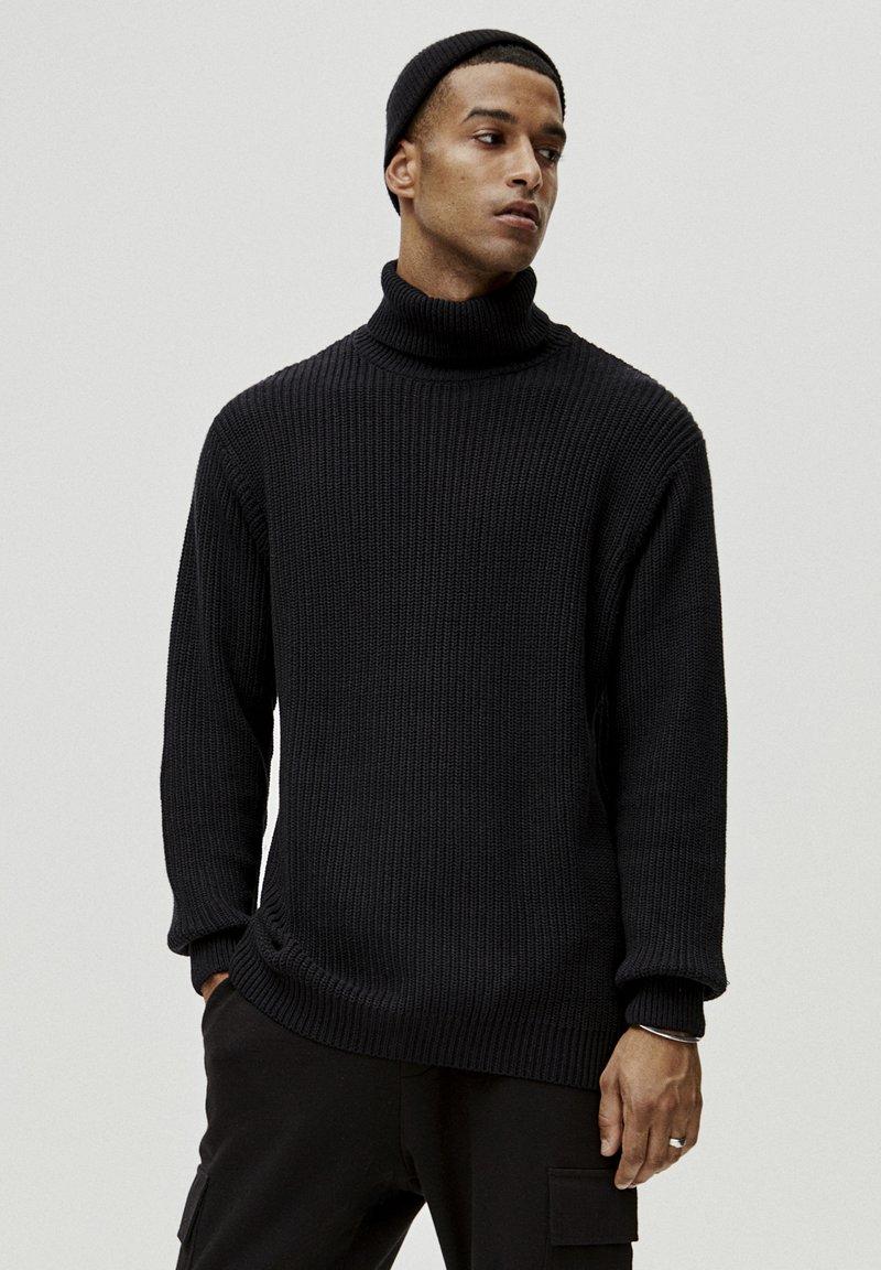 PULL&BEAR - MIT VOLLPATENTMUSTER - Pullover - black