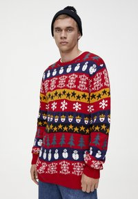 PULL&BEAR - MIT COLOUR-BLOCK-PRINT - Neule - red - 4