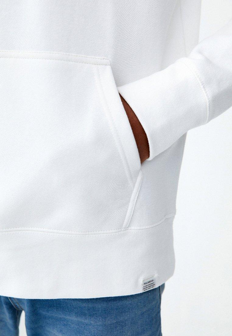 PULL&BEAR Luvtröja - white - Herrkläder Rabatter
