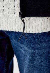 PULL&BEAR - MIT KAPUZE - veste en sweat zippée - dark blue - 4