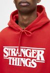 PULL&BEAR - STRANGER THINGS - Hoodie - red