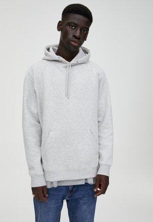 MIT KAPUZE UND BAUCHTASCHE  - Bluza z kapturem - grey