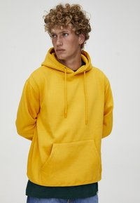 PULL&BEAR - MIT KAPUZE  - Felpa con cappuccio - yellow - 4