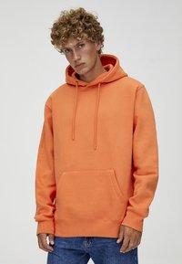 PULL&BEAR - MIT KAPUZE UND BAUCHTASCHE  - Hoodie - orange - 0