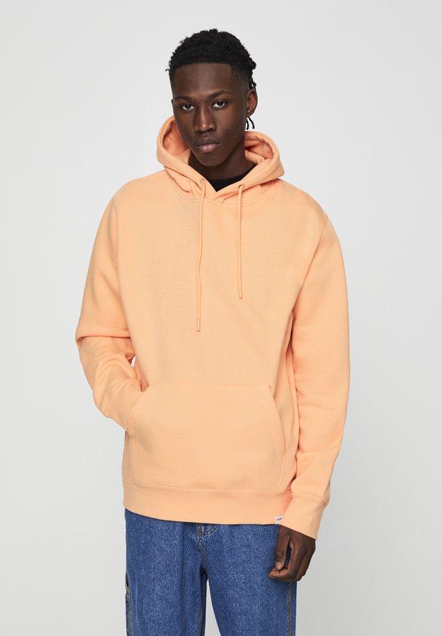 MIT KAPUZE UND BAUCHTASCHE  - Hoodie - burnt orange denim