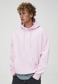 PULL&BEAR - MIT KAPUZE UND BAUCHTASCHE  - Hoodie - light pink - 4