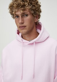 PULL&BEAR - MIT KAPUZE UND BAUCHTASCHE  - Hoodie - light pink - 3