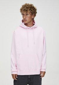 PULL&BEAR - MIT KAPUZE UND BAUCHTASCHE  - Hoodie - light pink - 0