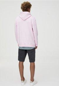 PULL&BEAR - MIT KAPUZE UND BAUCHTASCHE  - Hoodie - light pink - 2