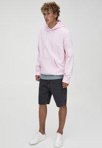 PULL&BEAR - MIT KAPUZE UND BAUCHTASCHE  - Hoodie - light pink - 1