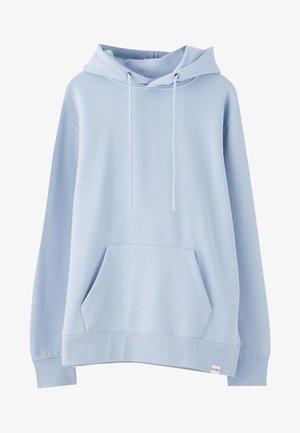 MIT KAPUZE UND BAUCHTASCHE  - Sweat à capuche - light blue