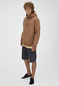 PULL&BEAR - BASIC - Hoodie - brown - 1