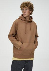 PULL&BEAR - BASIC - Hoodie - brown - 4