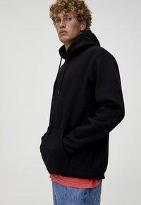 PULL&BEAR - BASIC - Bluza z kapturem - black - 3