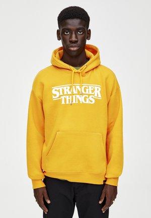 STRANGER THINGS - Hoodie - yellow