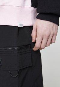 PULL&BEAR - MIT SLOGAN - Sweat à capuche - mottled pink - 5