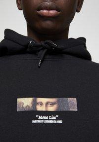 PULL&BEAR - MONA LISA - Bluza z kapturem - black - 5