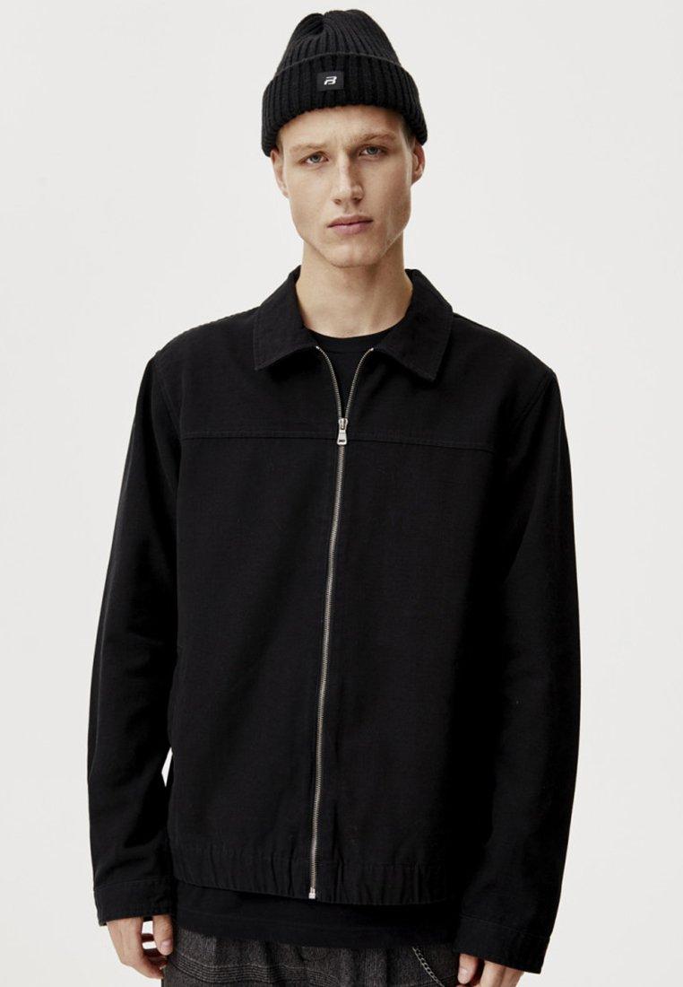 PULL&BEAR - Leichte Jacke - black
