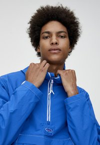 PULL&BEAR - Windjack - blue - 4