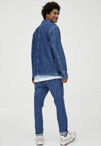 PULL&BEAR - MIT KONTRASTEN - Džínová bunda - blue - 2